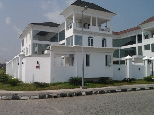 Linda-Ikeji-Mansion-Side-View-2