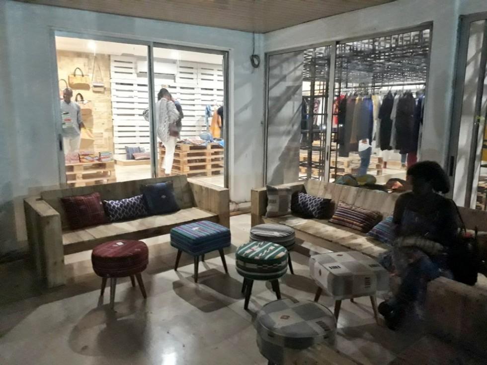 chronique de l abidjanie visite du pop up store la petite boutique paola audrey. Black Bedroom Furniture Sets. Home Design Ideas