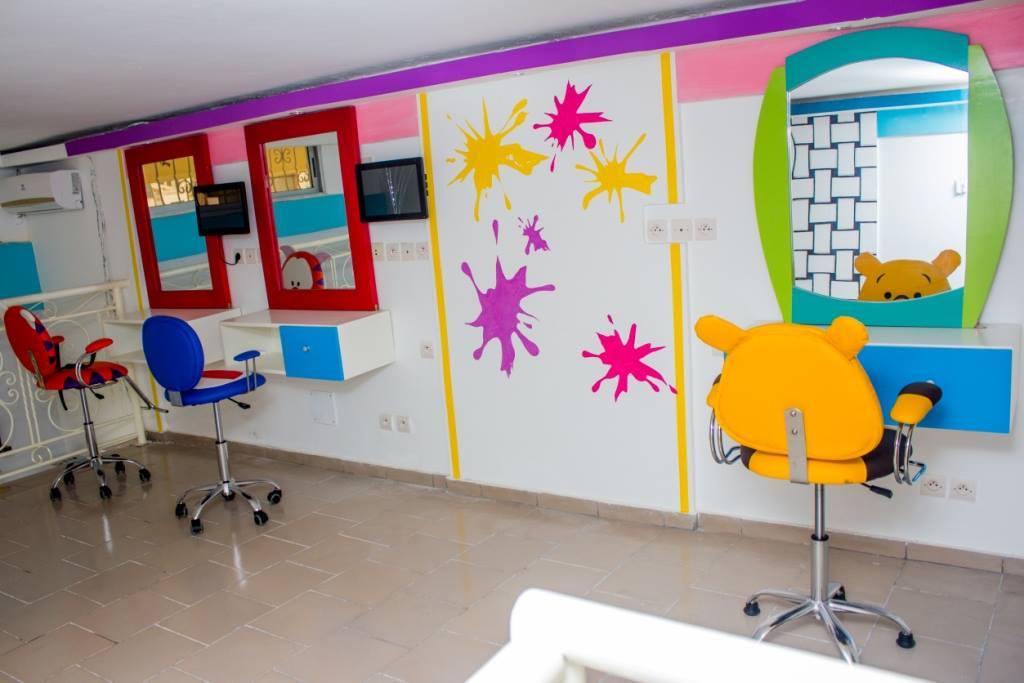 Sara coulibaly lance kids concept un salon de coiffure pour enfants abidjan - Concept salon de coiffure ...